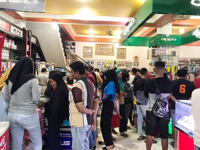 Gerai Smartphone yang berada di jalan HB Yasin, Kota Gorontalo dan didapati oleh pembeli. (dok gopos.id)