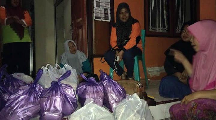 Bantuan makanan korban banjir Tlamuta dan Botumoito Boalemo