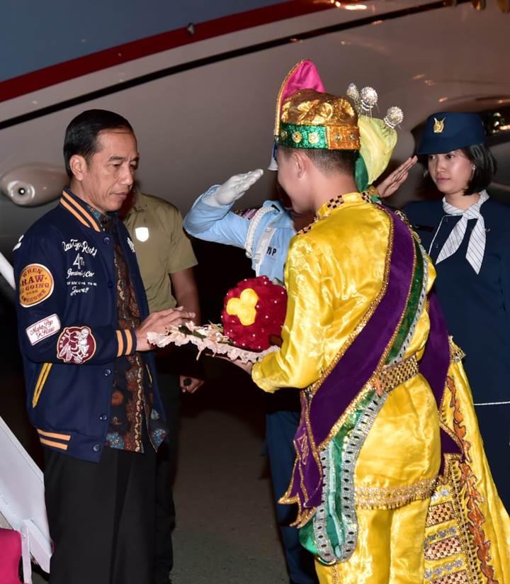 Presiden Joko Widodo ketika tiba di Gorontalo. (Foto Media Sekretariat Presiden)
