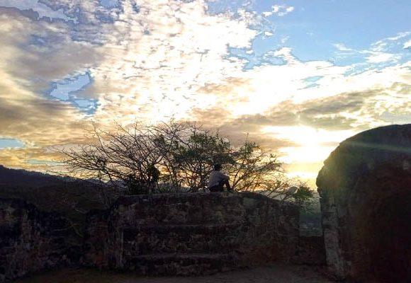 Sunset di Benteng Otanaha
