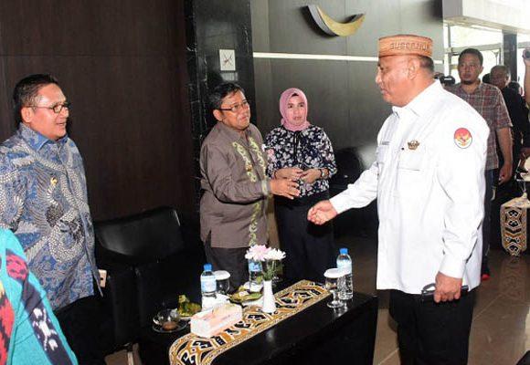 Gubernur Rusli Habibie menghadiri RUPS SulutGo
