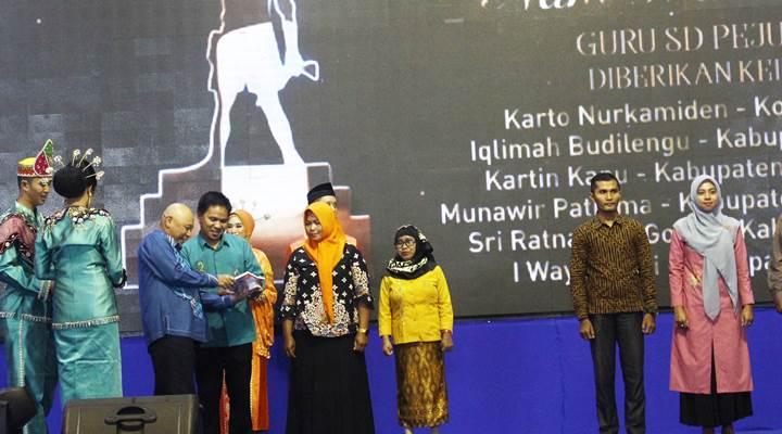 Nani Wartabone Awards