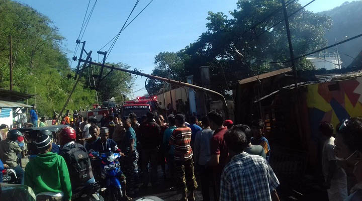 """Kebakaran di TPI Kota Gorontalo"""