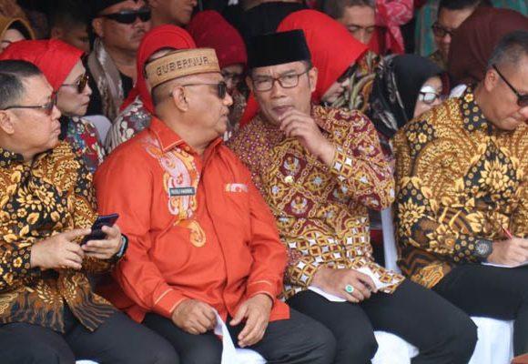 Gubernur Rusli Habibie dan Gubernur Jawa Barat Ridwan Kamil berbincang soal pariwisata Gorontalo
