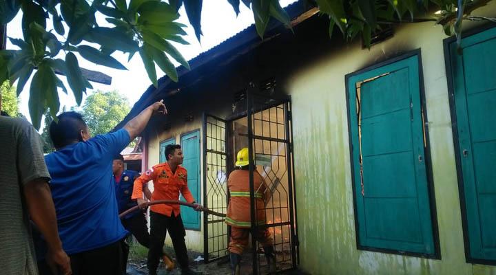 Kebakaran toko pupuk di Desa Sejahtera, Kecamatan Bulango Selatan, Bone Bolango