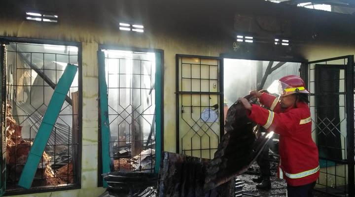 Kebakaran toko pupuk di Desa Sejahtera, Bone Bolango