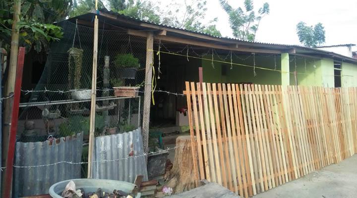 Satu keluarga di Huangobutu, Kecamatan Dungingi, Kota Gorontalo terkurung karena akses jalan ditutup