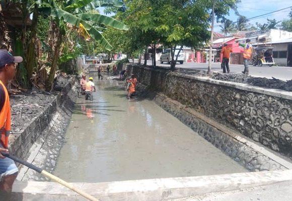 Penggalian Saluran Irigasi di Jl. Madura