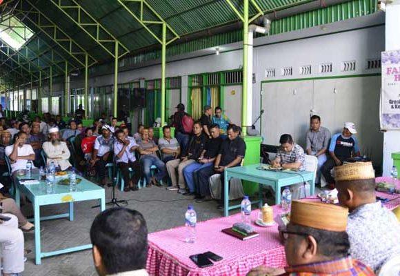 Gubernur Gorontalo Rusli Habibie mempersilakan masyarakat mengkritik sesuai fakta dan data